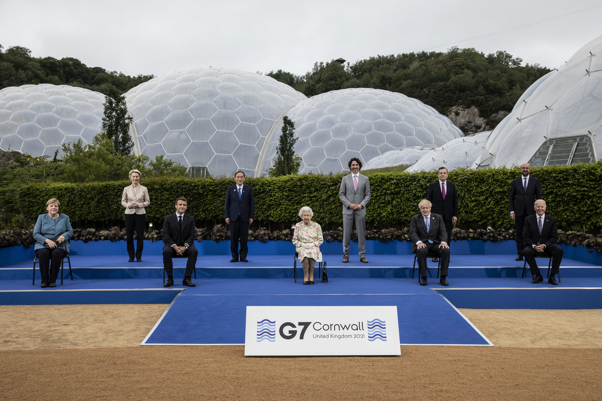 2021年6月11日,英國康和郡舉辦的2021年七國峰會第一天,七國領導人合照。(Jack Hill-WPA Pool/Getty Images)