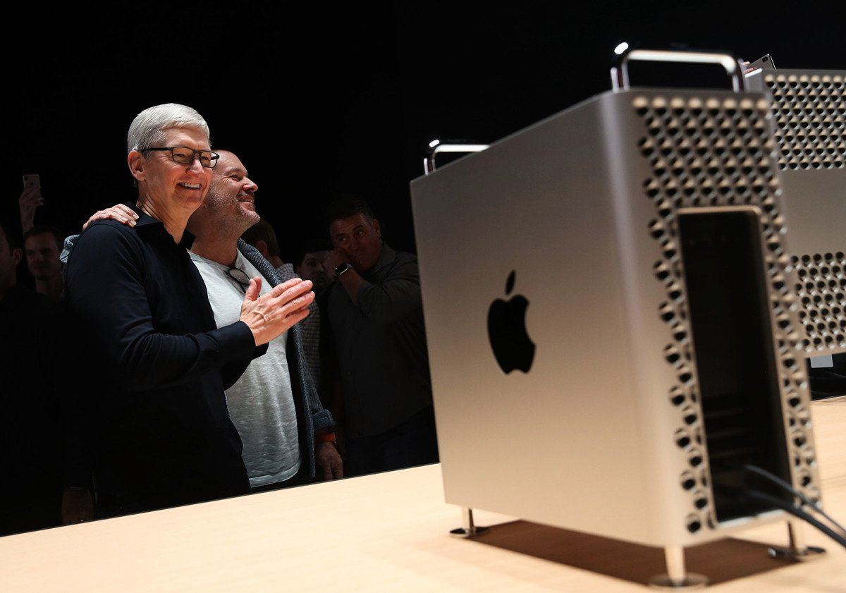 圖:2019年6月3日,聖何塞,加利福尼亞州。蘋果 CEO 蒂姆·庫克在年度全球開發者大會上發表主題演講,並展示了新款Mac Pro電腦。(Justin Sullivan/Getty Images)