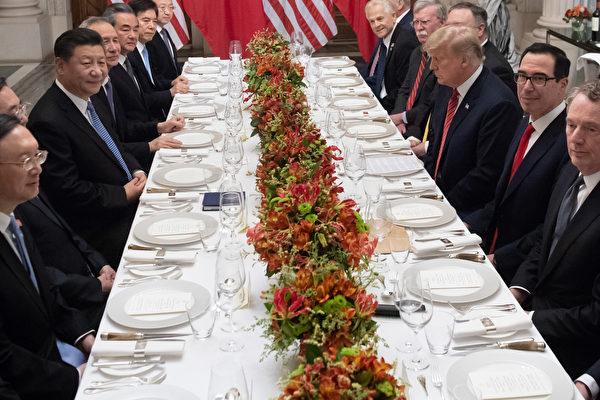 2018年12月1日,美國總統特朗普與中國國家主席習近平在阿根廷G20峰會期間的雙邊會晤。(SAUL LOEB/AFP)