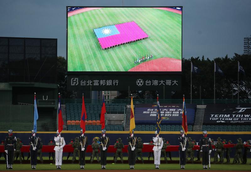 台灣職棒歡呼聲外媒稱羨 巨幅國旗登國際版面