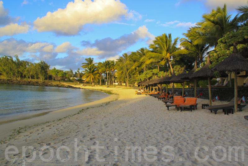 印度與印度洋島國毛里求斯(台譯模里西斯)2月21日簽署一項特別的1億美元國防信貸額度協定,向印度採購國防裝備。圖為毛里求斯藍天白雲底下的白沙灘世界馳名,觀光事業非常發達,資料照。(戴德蔓/大紀元)