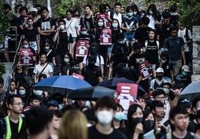組圖:中大生校園罷課遊行 聲援被捕示威者