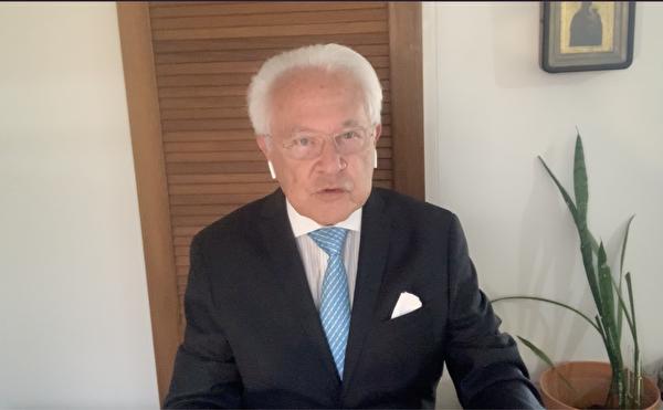 澳洲資深法學家弗林特(David Flint)發影片聲明,聲援法輪功反迫害22周年。(影片截圖)