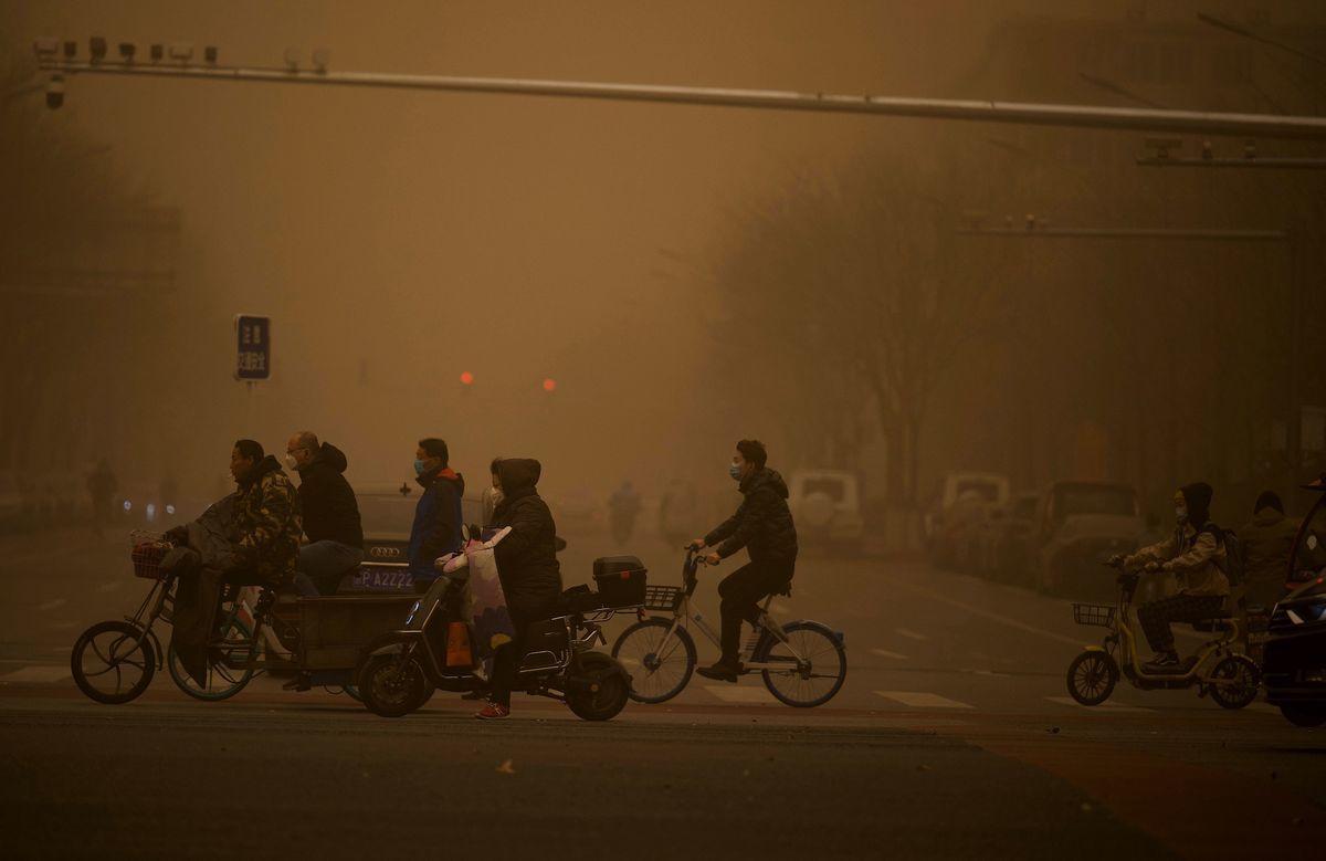 2021年3月15日,北京市出現沙塵暴,滿天黃沙、遮天蔽日。圖為3月15日北京市沙塵暴籠罩的情況。(NOEL CELIS/AFP via Getty Images)