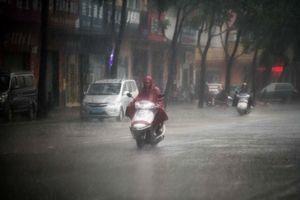 中國南方遇百年持續降雨 烘乾機免洗褲熱賣