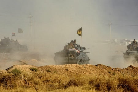 聯軍向IS在伊拉克的最後一個據點摩蘇爾發起總攻勢。(AHMAD AL-RUBAYE/AFP/Getty Images)