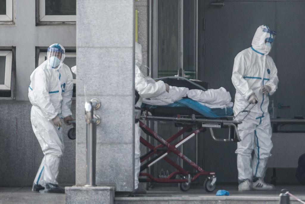 武漢衛健委1月20日凌晨宣佈連續兩日新增136例感染病例,新增一例死亡病例。圖為武漢金銀潭醫院。 (STR/AFP via Getty Images)