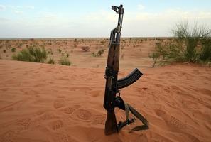 俄AK步槍武裝印度 對抗中共95式步槍