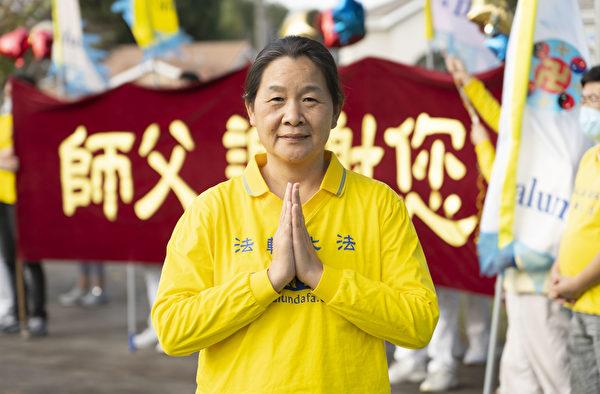 曾經是大陸一家私企的董事長Sunny說,修煉大法後,不僅身體健康,內心也發生了變化。(季媛/大紀元)