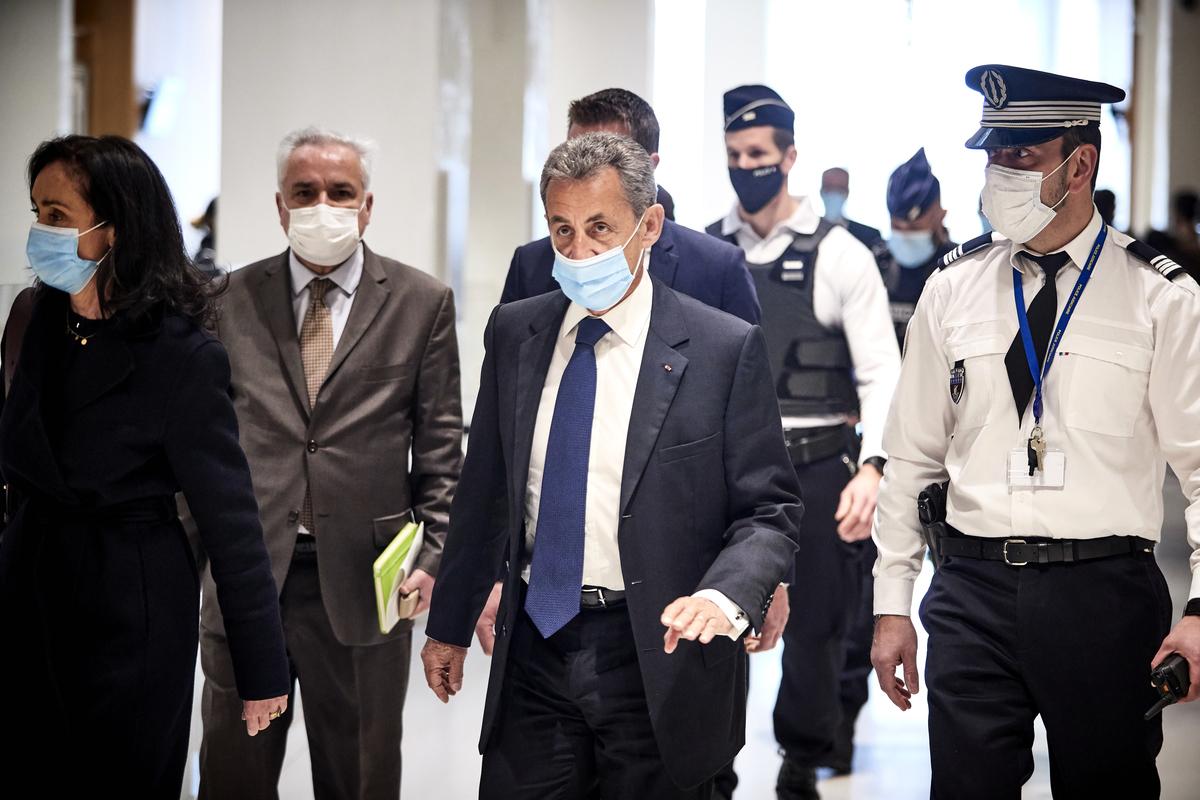 2021年3月1日,法國前總統尼古拉·薩科奇(Nicolas Sarkozy)到達巴黎法院。他因貪污和兜售影響力而受到審判,並被定罪。(Kiran Ridley/Getty Images)
