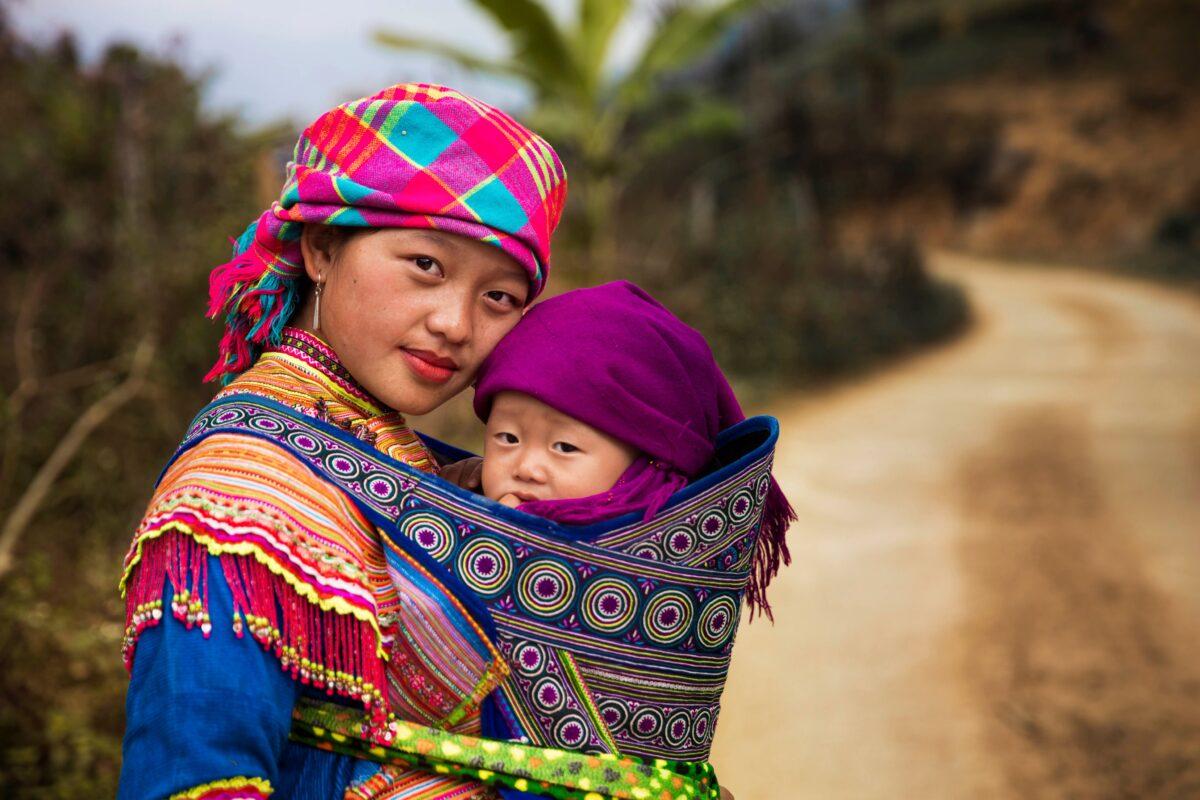 越南北部的母子二人。(米哈艾拉提供)