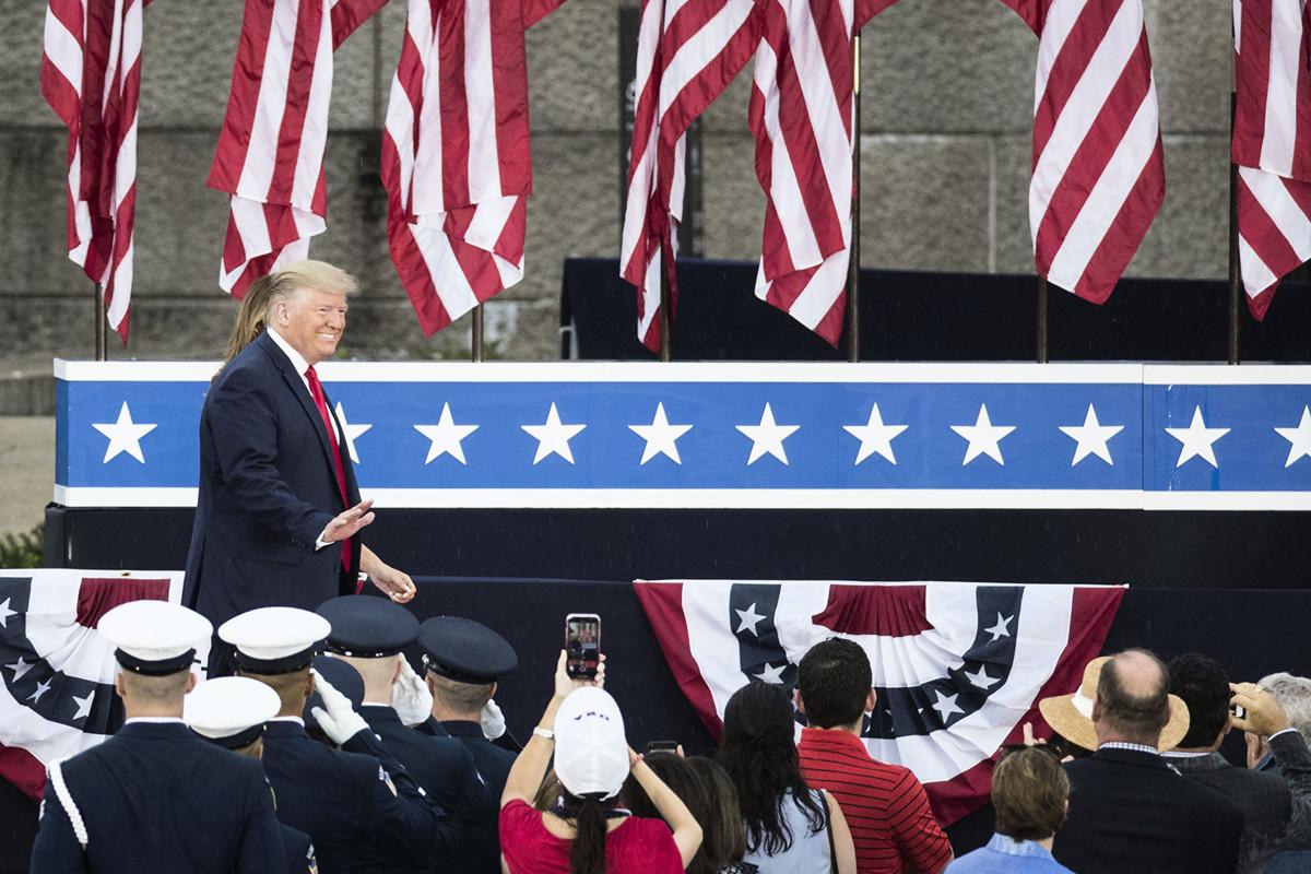 在中美恢復貿易談判之際,中共商務部揚言,如果美國不停止現有的懲罰性關稅,中共不會跟美國達成貿易戰停火協議。但是美國總統特朗普的關稅行動是為了迫使中共進行結構性改革,得到了美國各界的廣泛支持。(Sarah Silbiger/Getty Images)