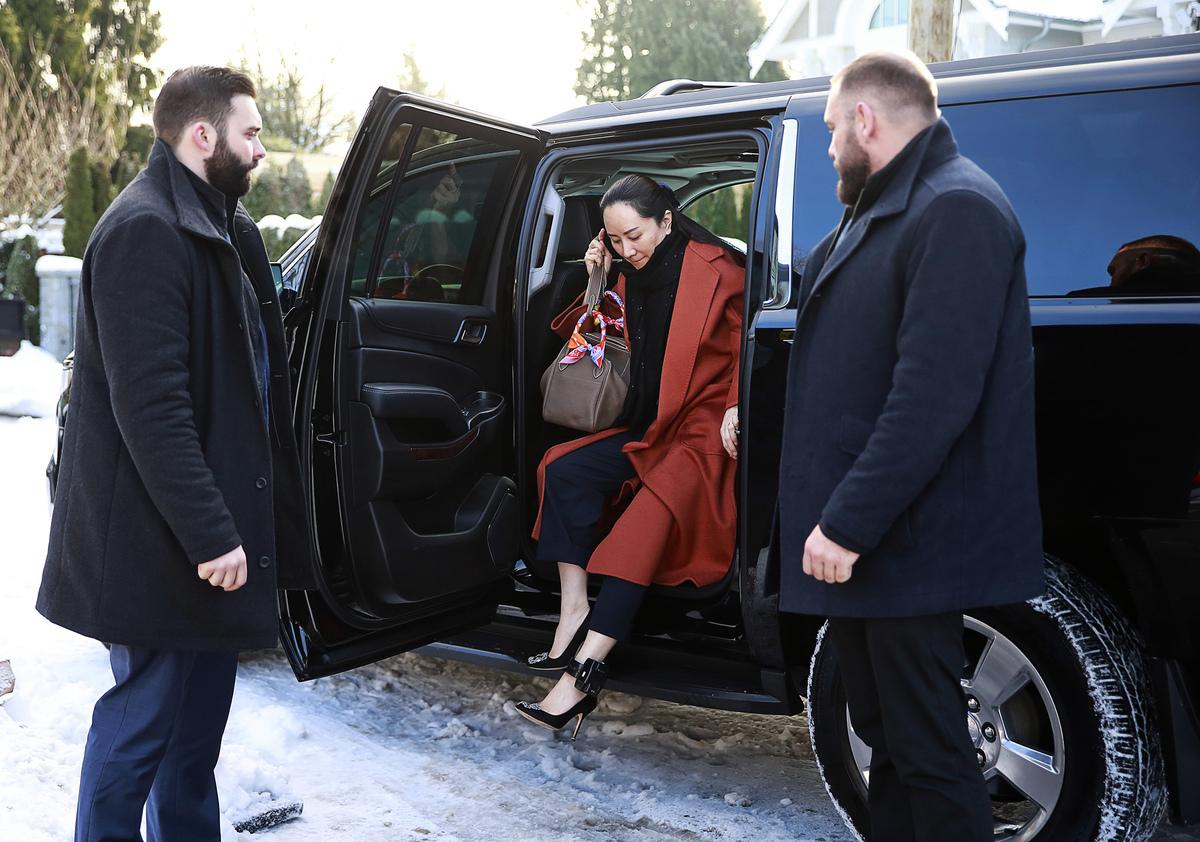 2020年1月17日華為首席財務官孟晚舟在加拿大的引渡聽證會前出庭,之後私家車送她回家居家監禁,她的腳上戴著電子腳鐐。(Jeff Vinnick/Getty Images)