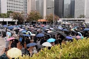 香港市民:看清楚了中共的真面目