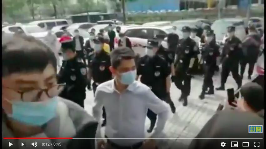 【現場影片】富士康上千工人維權 遭警驅趕