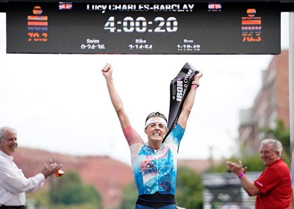 2021年9月18日,美國猶他州聖喬治(St. George),「鐵人70.3世界錦標賽」(IRONMAN 70.3 World Championship)期間,英國選手露西‧查理斯-巴克萊 (Lucy Charles-Barclay)奪得女子組冠軍。(Patrick McDermott/Getty Images for IRONMAN)