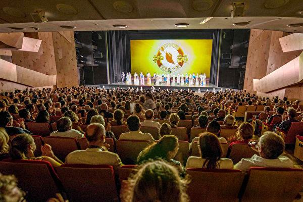 2020年2月29日,奧克蘭奇裡•特•卡娜娃劇院(Kiri Te Kanawa Theatre)一天兩場神韻演出,連續爆滿。(張君/大紀元)