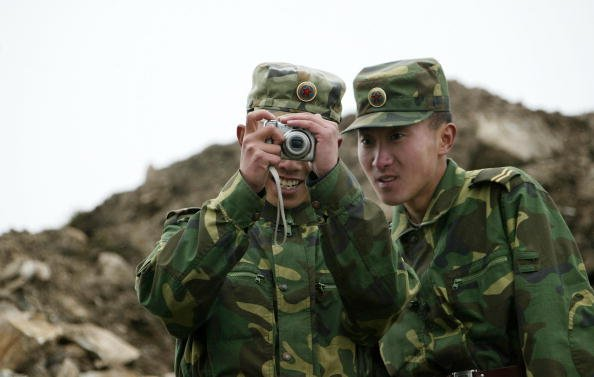 中共為士兵配「自毀裝置」 7年前已裝備女兵