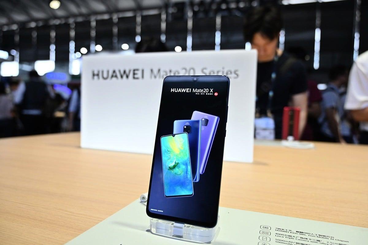 知情人士透露,華為預估今年智能手機出貨量將下降40%至60%。(HECTOR RETAMAL/AFP/Getty Images)