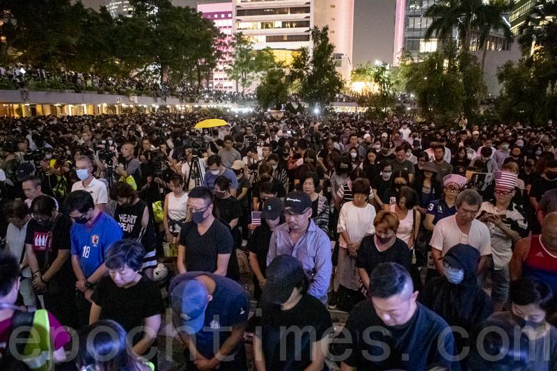香港人權法通過 陸自由派打擦邊球慶賀:喝兩杯
