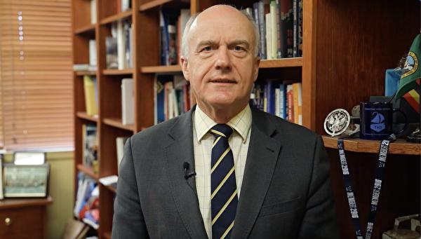澳洲聯邦參議員阿貝茨(Eric Abetz)稱讚法輪功如同希望的燈塔,鼓舞著為自由而戰的人民。(影片截圖)