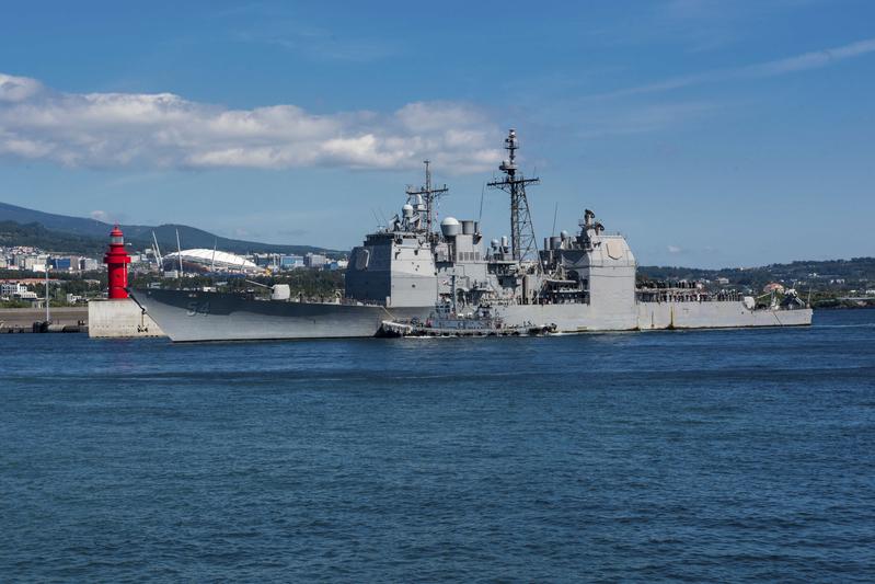 美國國防部亞太事務發言人羅根近日表示,美國堅定支持台灣的自我防禦能力,並將維持自身能力,以抵抗任何可能危及台灣的武力行動和脅迫。圖為美國軍艦去年在台灣海峽自由航行。(William CARLISLE/US NAVY/AFP)