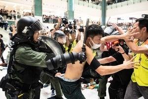林忌:港共自製衝突 推警員送死