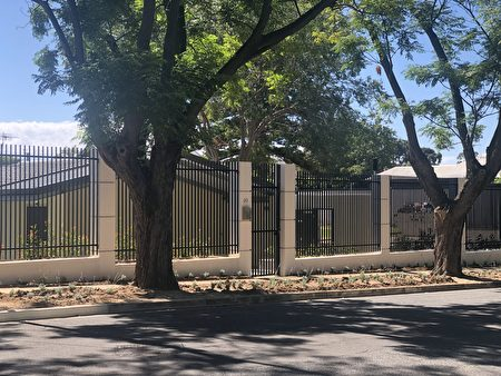 中共駐南澳領事館修建的新辦公場所。 (蕭梅/大紀元)