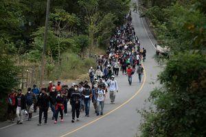 拜登對非法移民鬆綁 華人律師:將毀掉美國