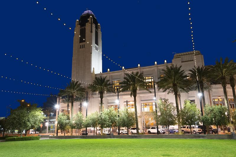 神韻紐約藝術團在美國娛樂之都拉斯維加斯的2020年演出拉開帷幕。2月26日晚,在史密斯表演藝術中心舉行了首場演出。圖為史密斯表演藝術中心外景。(季媛/大紀元)