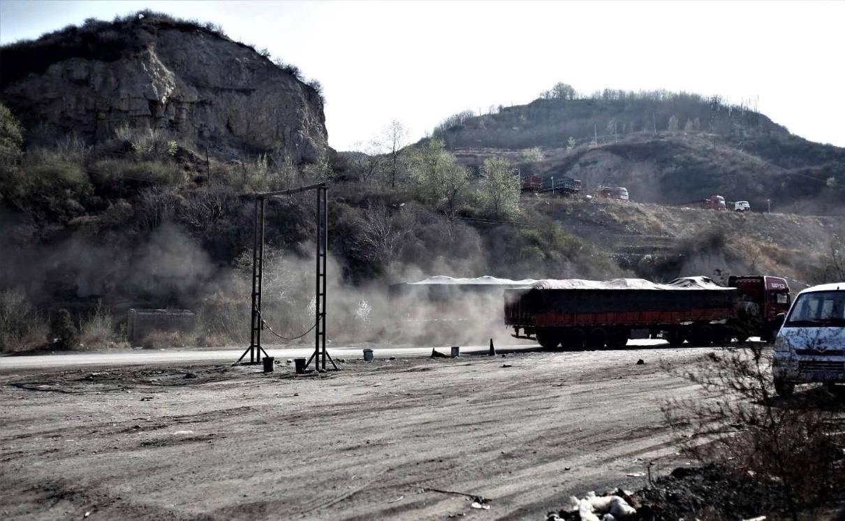 2019年4月下旬,山西省孝義市某鋁業有限公司排放大量廢氣。(小張提供)