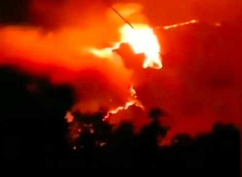四川涼山州喜德縣與冕寧縣交界處發生森林火災。(影片截圖)