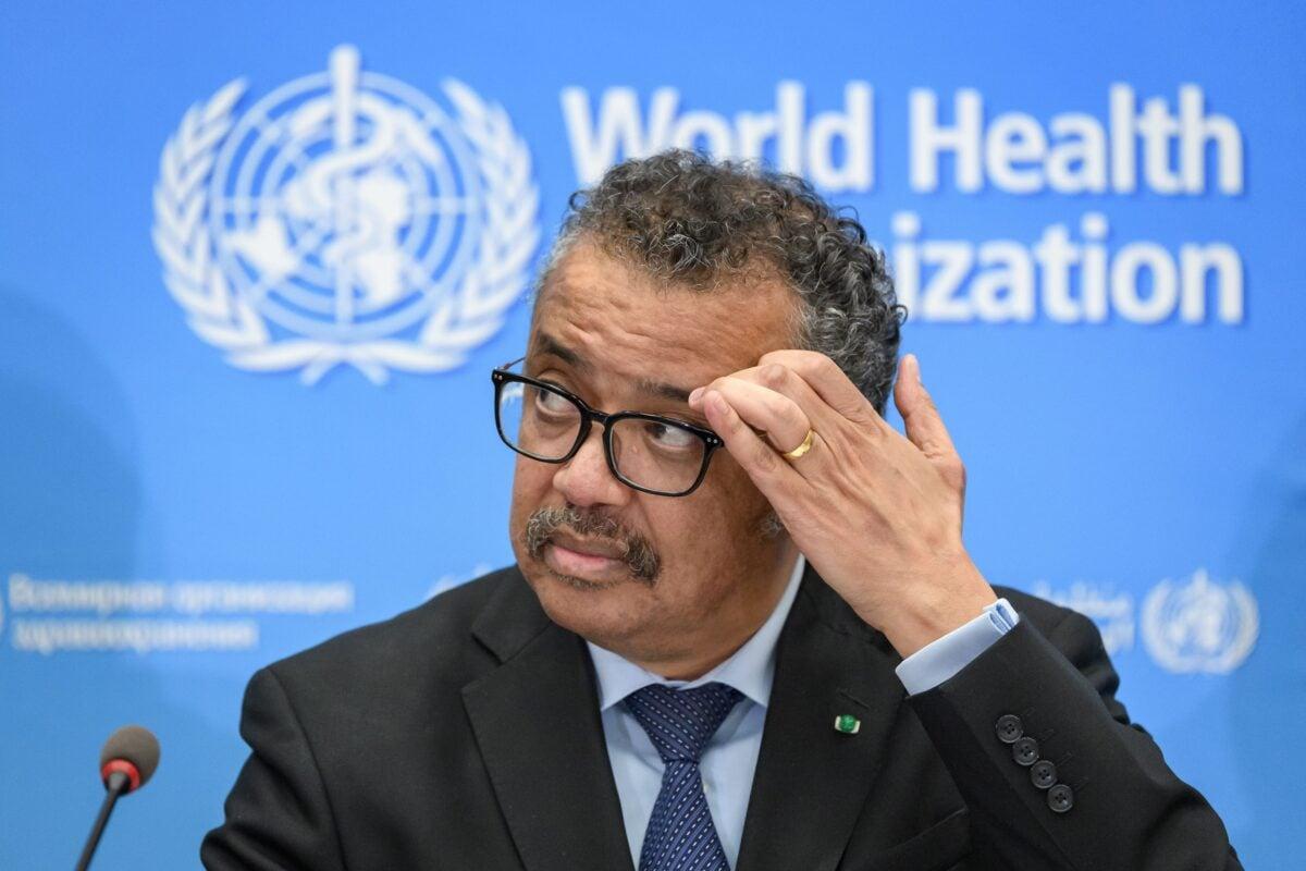 2021年10月13日,世衛組織宣布成立新的團隊,以確定新冠病毒起源。圖為世界衛生組織總幹事譚德塞於2020年2月24日在日內瓦世衛組織總部舉行新聞發布會。(Fabrice Coffrini/AFP via Getty Images)