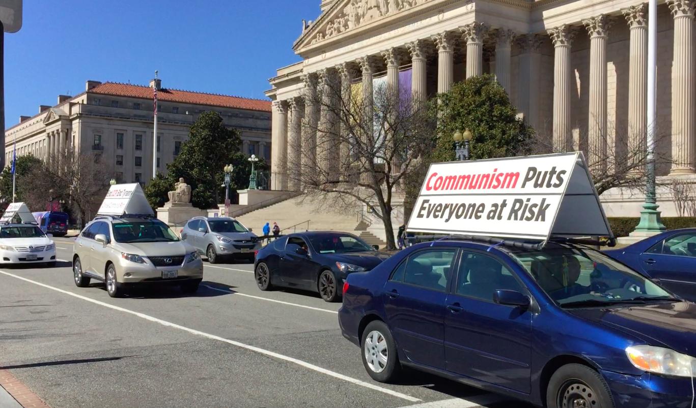 2021年3月7日,美國華盛頓DC部份法輪功學員在DC市中心舉行「結束中共」真相汽車遊行。(董韻/大紀元)