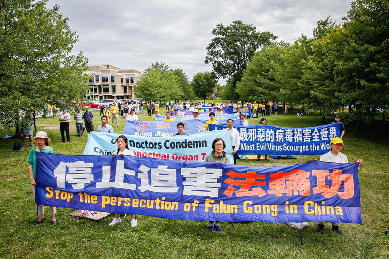 2021年7月10日,紐約地區數百名法輪功學員在紐約上州歌珊(Goshen)市舉行集會,要求停止中共對法輪功長達22年之久的殘酷迫害。(張靜怡/大紀元)