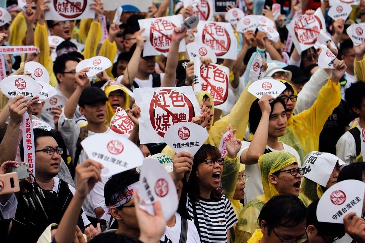 半島電視台報道了台灣對紅色媒體的抵制。圖為2019年6月23日,在台北凱達格蘭大道舉行的反紅色媒體集會活動。(HSU TSUN-HSU/AFP/Getty Images)