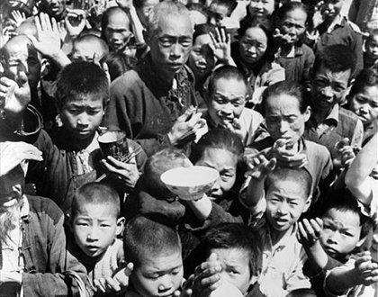 中共從1958年開始,發動了「超英趕美」的全國性「大躍進」運動以及人民公社運動,最終導致發了大饑荒,致使數千萬民眾死亡。(大紀元資料圖片)