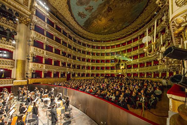 神韻輝映歐洲最古老劇院 精英感恩神性內涵