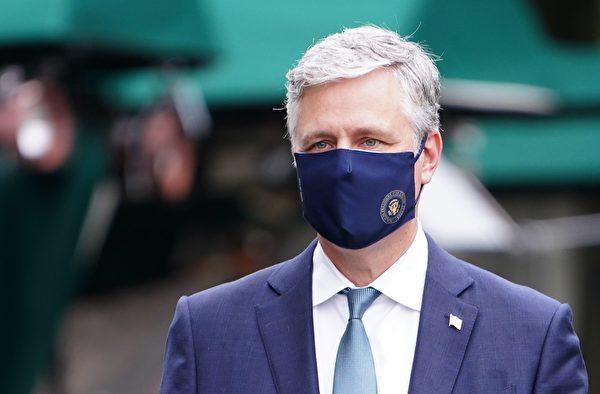 2020年5月24日美國國家安全顧問羅伯特·奧布萊恩(Robert O'Brien)出現在白宮車道上接受採訪。(MANDEL NGAN/AFP via Getty Images)