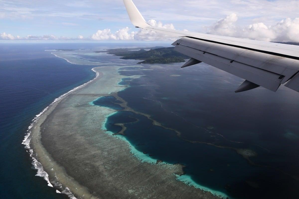 圖為2019年8月美國國務卿蓬佩奧出訪密克羅尼西亞時,飛機將降落在波納佩國際機場。(JONATHAN ERNST/AFP via Getty Images)
