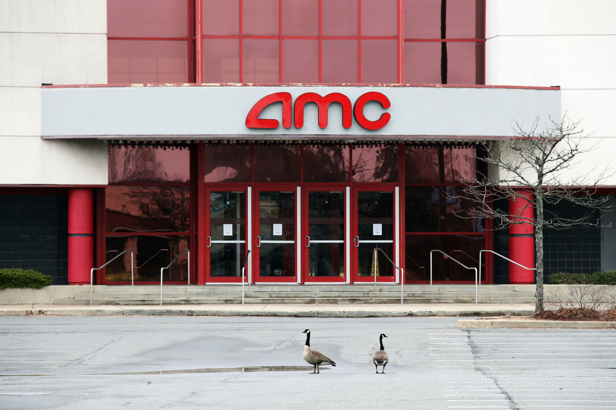 全球最大的電影院營運商AMC2020年3月25日表示,在失去收入的情況下,已讓包括行政總裁等全體公司員工放無薪假。(Getty Images)
