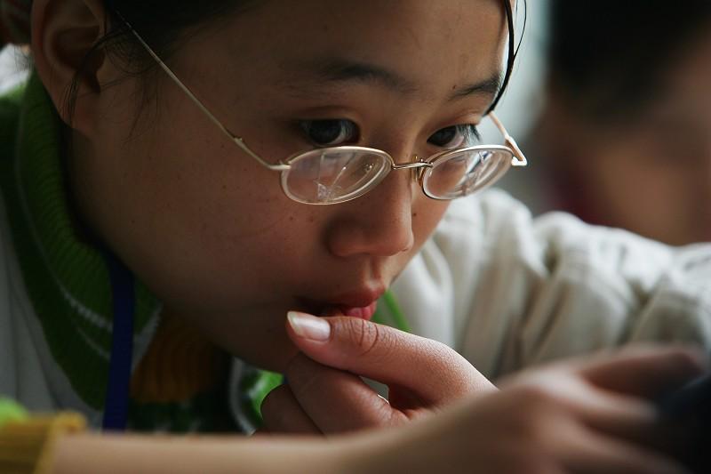 大陸高中生近視率達81% 源頭在兒童期