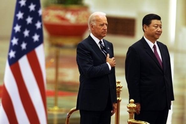 圖為2011年8月18日,時任美國副總統的拜登到訪中國,與時任中共副主席習近平會晤。(Peter Parks/AFP via Getty Images)