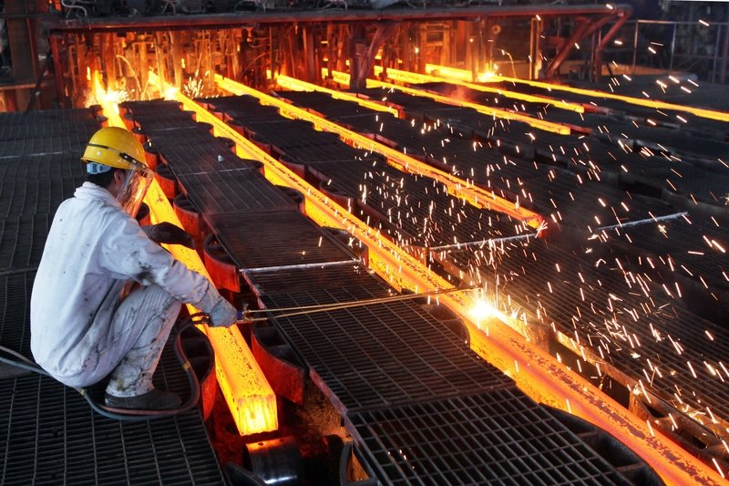 加拿大RBC資本本周的報告稱,中國削減鋼鐵產量的計劃「沒有顯示出任何成功的」跡象。(ChinaFotoPress/ChinaFotoPress via Getty Images)