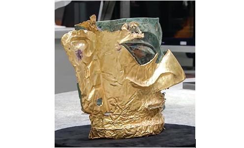 三星堆2021年新出土的黃金面具殘片。(影片截圖)