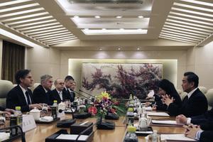 楊威:中共稱美國「不可信」為何著急和談