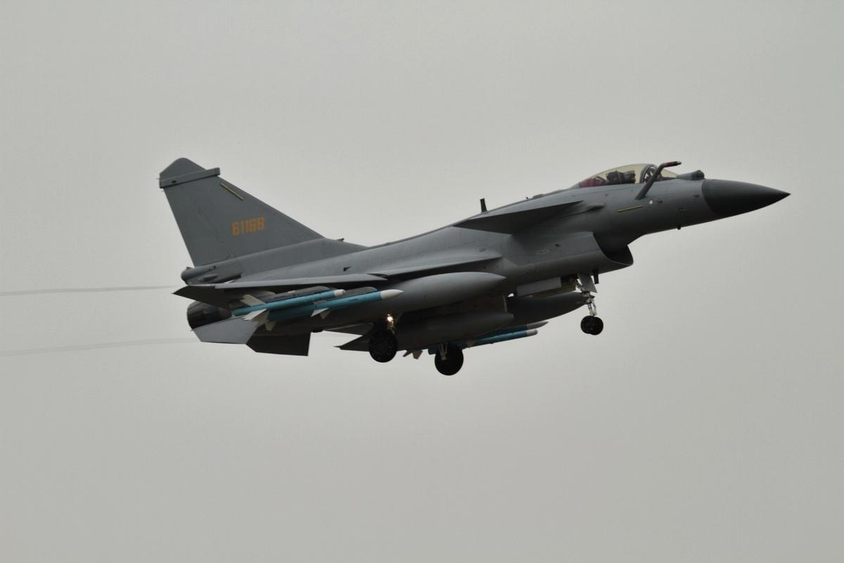 中華民國國防部2020年9月9日表示,上午偵獲中共SU-30、殲10(圖)等多型機,多架次進入台灣西南空域應變區活動。圖為資料照。(Alert5/CC BY-SA 4.0)