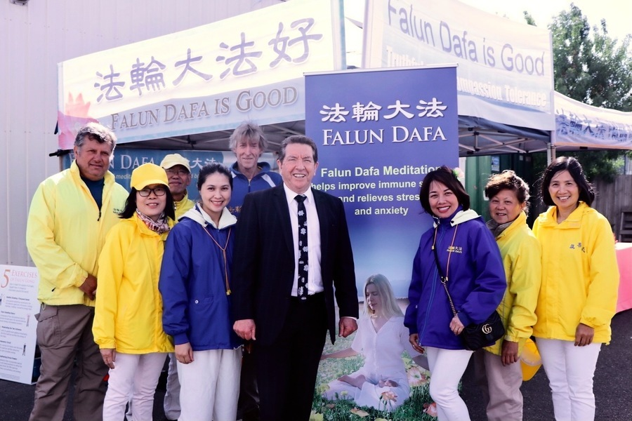 澳墨爾本「盆景蘭花展」 法輪功獲市長推崇
