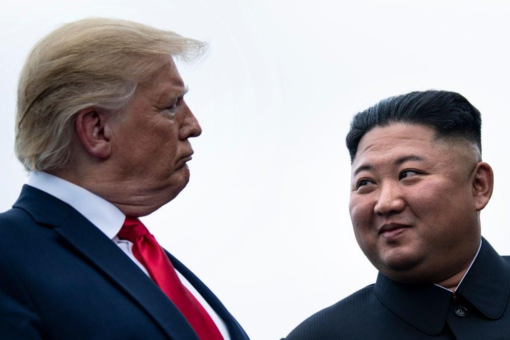 見證了6月30日特金會的霍士記者卡爾森說, 「他(特朗普)似乎主宰了他(金正恩),特朗普對他有一種吸引力和真正的權威性。」(BRENDAN SMIALOWSKI/AFP/Getty Images)
