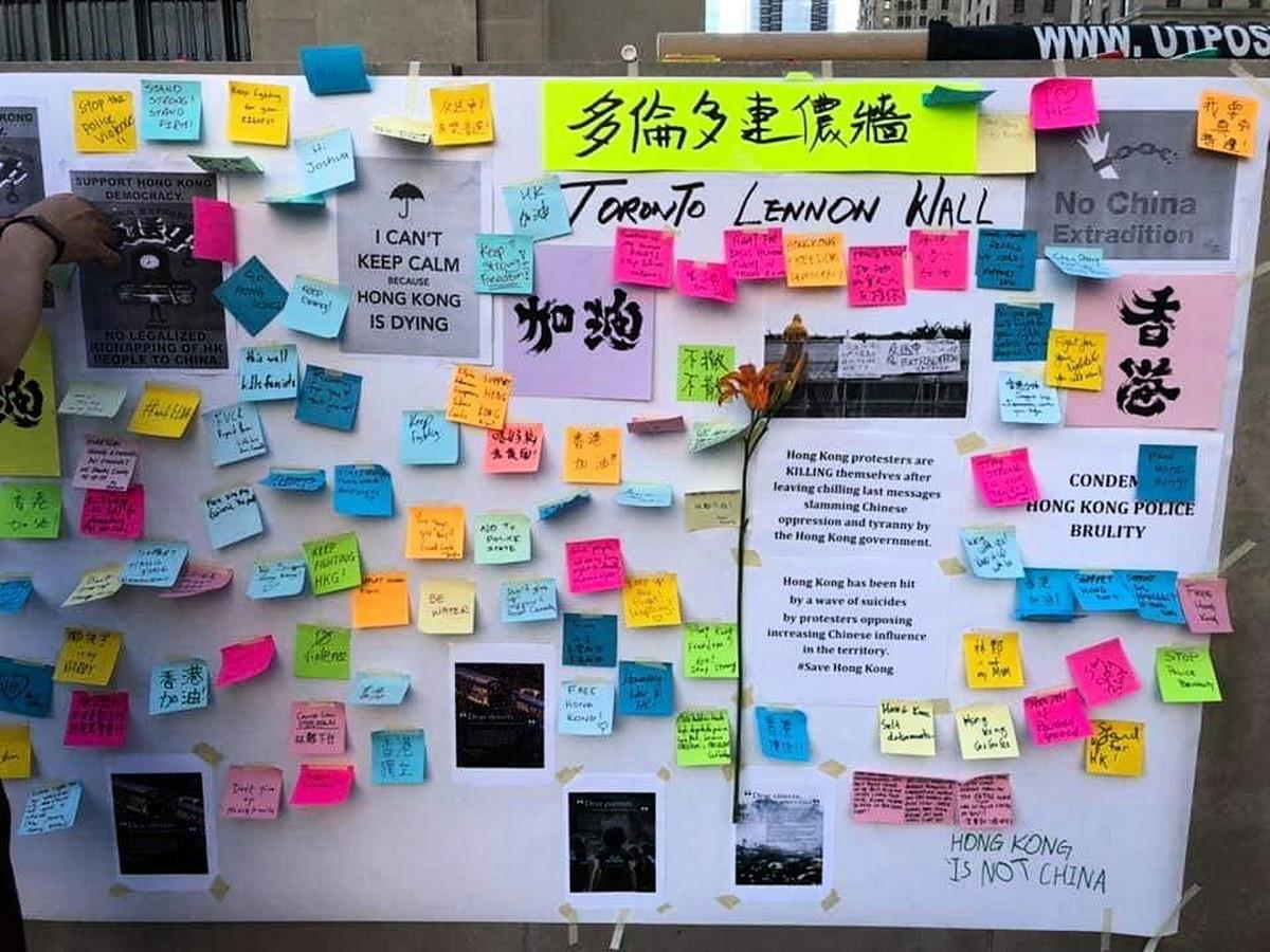 世界各地都出現了支持香港民眾的「連儂牆」,圖為多倫多的連儂牆。(Philip Lau/大紀元)